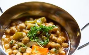 veltilberedt indisk hovedret fuld af smag og varme