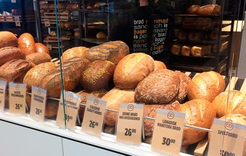 Brødpakke med krummer i