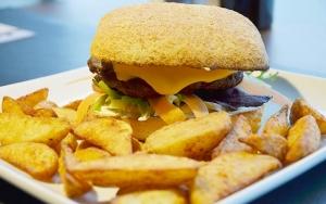 Nachos og valgfri burger
