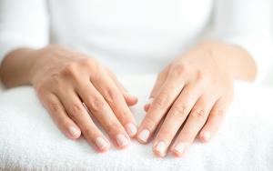 Nul tørre og ru hænder