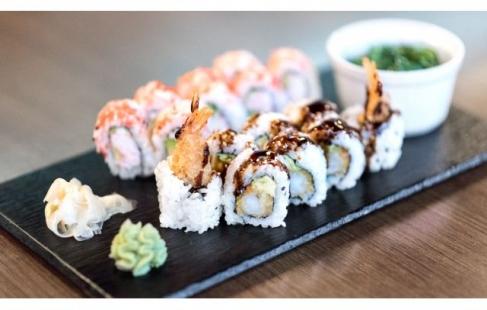 Frisk sushi hjem til sofaen