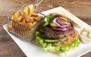 Burger & fritter med smuk udsigt