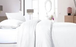 Sov godt i satinsengetøj