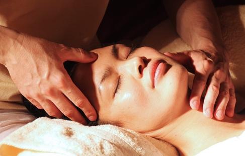 Hoved- og ansigtsmassage