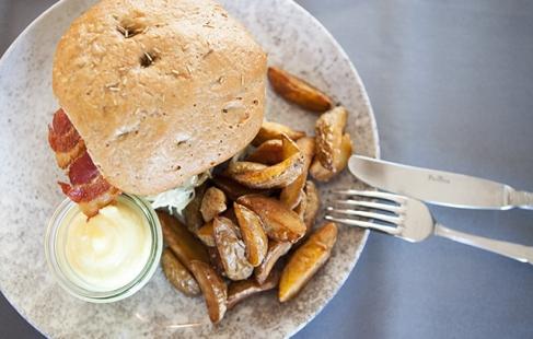 Skøn burger ved Gram Slot