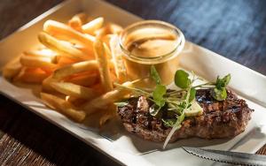 Fisk, steak og ølsmagning
